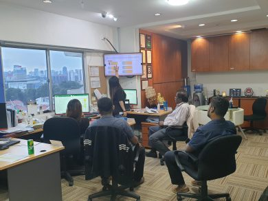 HR presenting on system